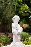 Bella statua del cherubino Fotografia Stock Libera da Diritti