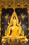 Bella statua di colore di Buddhachinaraj di un buddista della Tailandia fotografia stock