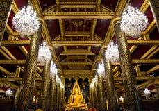 Bella statua di colore di Buddhachinaraj di un buddista della Tailandia fotografia stock libera da diritti