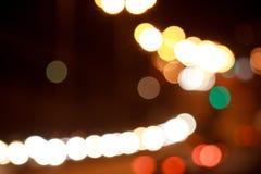 Bella strada illuminata con effetto del bokeh immagini stock libere da diritti