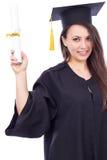 Bella studentessa in abito di graduazione che tiene un diploma Fotografia Stock