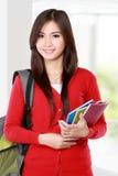 Bella studentessa con sorridere dei libri Immagine Stock