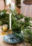 Bella tavola per la celebrazione del nuovo anno o della festa di Natale Immagine Stock Libera da Diritti