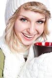 Bella tazza di caffè della holding della donna Immagini Stock
