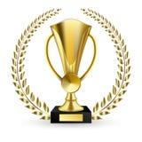 Bella tazza dorata del trofeo di forma differente realistica Fotografie Stock
