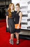 Bella Thorne und Caroline Sunshine lizenzfreie stockfotos