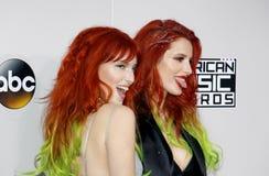 Bella Thorne und Dani Thorne stockfoto
