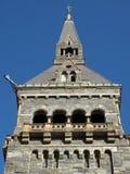Bella torretta della pietra dell'università Immagini Stock
