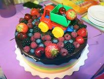 Bella torta con le bacche Immagini Stock Libere da Diritti