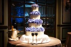 Bella torta di cerimonia nuziale ad un ricevimento nuziale Fotografia Stock Libera da Diritti