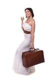 Bella valigia della tenuta della ragazza fotografia stock