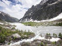 Bella valle nei ecrins nazionali del DES del parc nelle alpi francesi di Alta Provenza vicino pre de la sig.ra carle Fotografia Stock