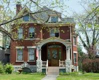 Bella vecchia casa del mattone rosso Fotografie Stock Libere da Diritti