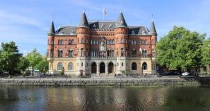 Bella vecchia costruzione a partire dal diciannovesimo secolo in Orebro, Svezia video d archivio