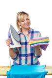 Bella vestiti rivestiti di ferro della donna casalinga Immagine Stock Libera da Diritti