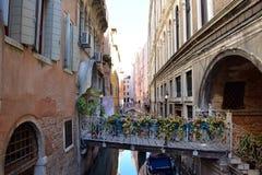 Bella via dell'acqua a Venezia, Italia Fotografia Stock