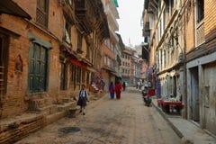 Bella via nella città di Bhaktapur, Nepal Immagini Stock