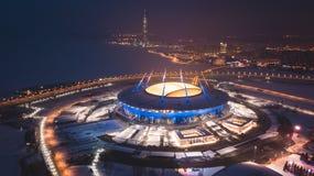 Bella vista aerea dalla vista dell'occhio del ` s dell'uccello del golfo di Finlandia, St Petersburg, Russia, con uno stadio, Di  Fotografia Stock