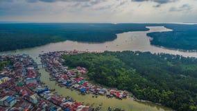 Bella vista aerea del paesaggio del villaggio dei pescatori in Kuala Sepetang Malaysia fotografia stock libera da diritti