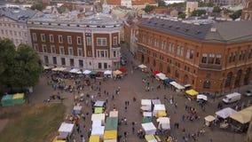 Bella vista aerea di vecchia città di Riga stock footage