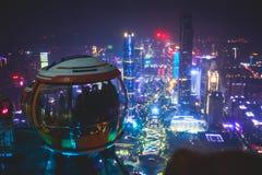 Bella vista aerea grandangolare di notte del distretto finanziario della nuova città di Canton Zhujiang, Guangdong, Cina con oriz Fotografia Stock Libera da Diritti