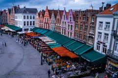 Bella vista aerea sul quadrato Markt del mercato a Bruges immagini stock libere da diritti