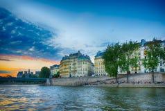 Bella vista al tramonto sullo iin Parigi della Senna Fotografia Stock Libera da Diritti