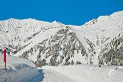 Bella vista alle alpi svizzere di inverno, Adelboden Immagini Stock
