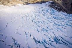 Bella vista alle montagne bianche coperte di neve nelle alpi del sud del sud del ` s di Westland, Nuova Zelanda Immagine Stock