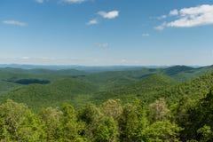Bella vista blu di Ridge Parkway, Nord Carolina fotografie stock
