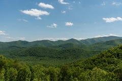 Bella vista blu di Ridge Parkway, Nord Carolina fotografia stock