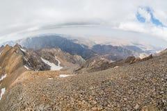 Bella vista dal picco superiore di Sairam, Tien Shan, il Kazakistan del sud fotografia stock libera da diritti