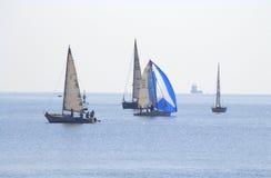 Bella vista degli yacht di navigazione Fotografia Stock Libera da Diritti