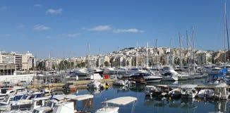 Bella vista degli yacht e dei pescherecci nel porticciolo dello Zea, Pireo, Atene - Grecia fotografia stock