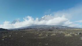 Bella vista dei vulcani del lasso di tempo di Kamchatka archivi video