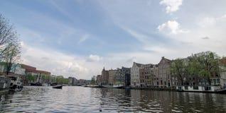 Bella vista del canale di Amsterdam immagine stock