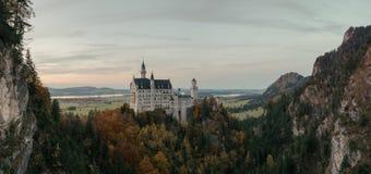 Bella vista del castello di fama mondiale del Neuschwanstein Immagine Stock Libera da Diritti
