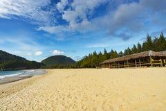 Bella vista del cielo blu e spiaggia di sabbia bianca Fotografia Stock Libera da Diritti