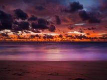 Bella vista del cielo drammatico con la nuvola Fotografie Stock Libere da Diritti