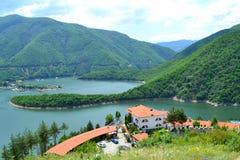 Bella vista del lago della montagna fotografie stock