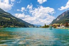 Bella vista del lago Lungern in alpi svizzere Immagini Stock