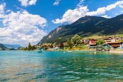 Bella vista del lago Lungern in alpi svizzere Fotografie Stock Libere da Diritti