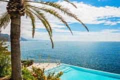 Bella vista del mare in costa ligura, Italia immagini stock