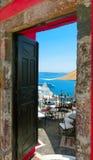 Bella vista del mare dal balcone Isola di Santorini, Grecia Immagini Stock Libere da Diritti