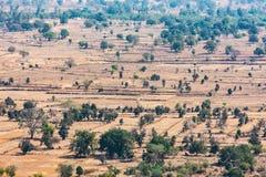 Bella vista del paesaggio del campo & degli alberi dalle montagne delle colline che sembrano impressionanti Immagini Stock Libere da Diritti