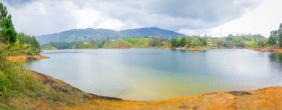 Bella vista del paesaggio del lago in Guatape Immagine Stock