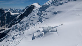 Bella vista del pendio della neve Fotografia Stock