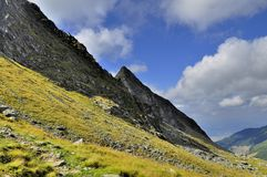 Bella vista del pendio di montagna Immagine Stock Libera da Diritti