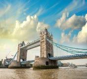 Bella vista del ponte magnifico della torre, icona di Londra, Regno Unito. fotografia stock libera da diritti