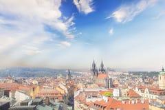 Bella vista del quadrato di Città Vecchia e chiesa di Tyn e st Vitus Cathedral a Praga, repubblica Ceca Fotografia Stock Libera da Diritti